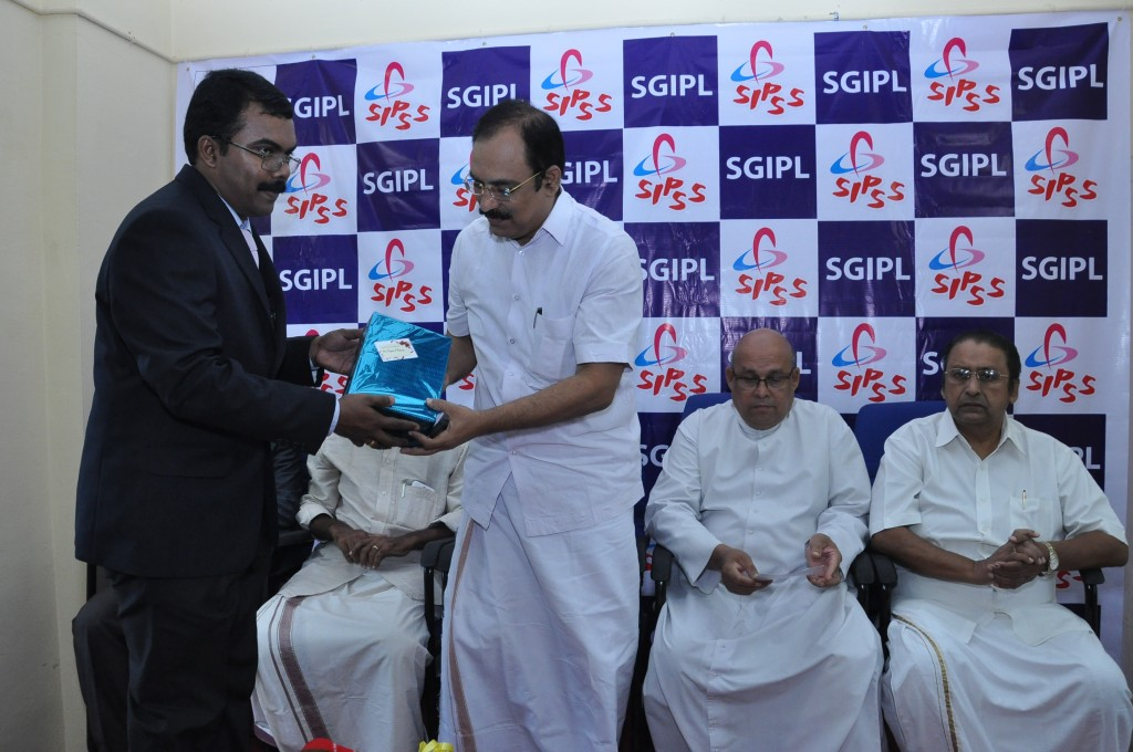 SIPSS GLOBAL INDIA PVT LTD Thrissur Regional Office inauguration function -    Mr. C K Sreegith (Director Operations) honoring Mr. Rajan J Pallan  (Hon. Mayor Thrissur Municipal Corporation)
