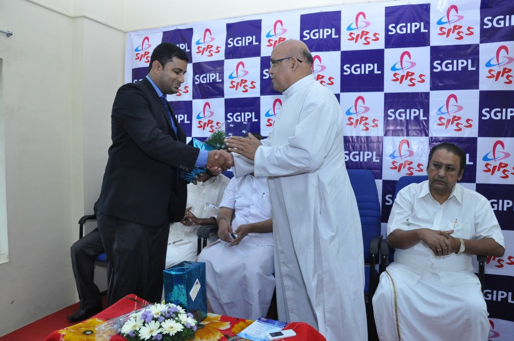 SIPSS GLOBAL INDIA PVT LTD Thrissur Regional Office inauguration function -    Mr. Colin Shanon Furtado honoring V. REV. Fr. Davis Pulikottil (Forane Vicar of Shrine Baslica of Our Lady of Dolours Church Thrissur)