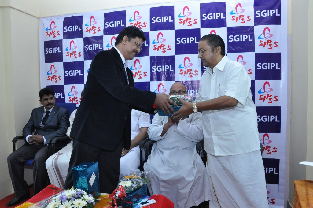 SIPSS GLOBAL INDIA PVT LTD Thrissur Regional Office inauguration function -     Mr. Stanley Jose Kuttichakku honoring Mr. Thomas Kollannur (Vice President, The Chamber of Commerce)